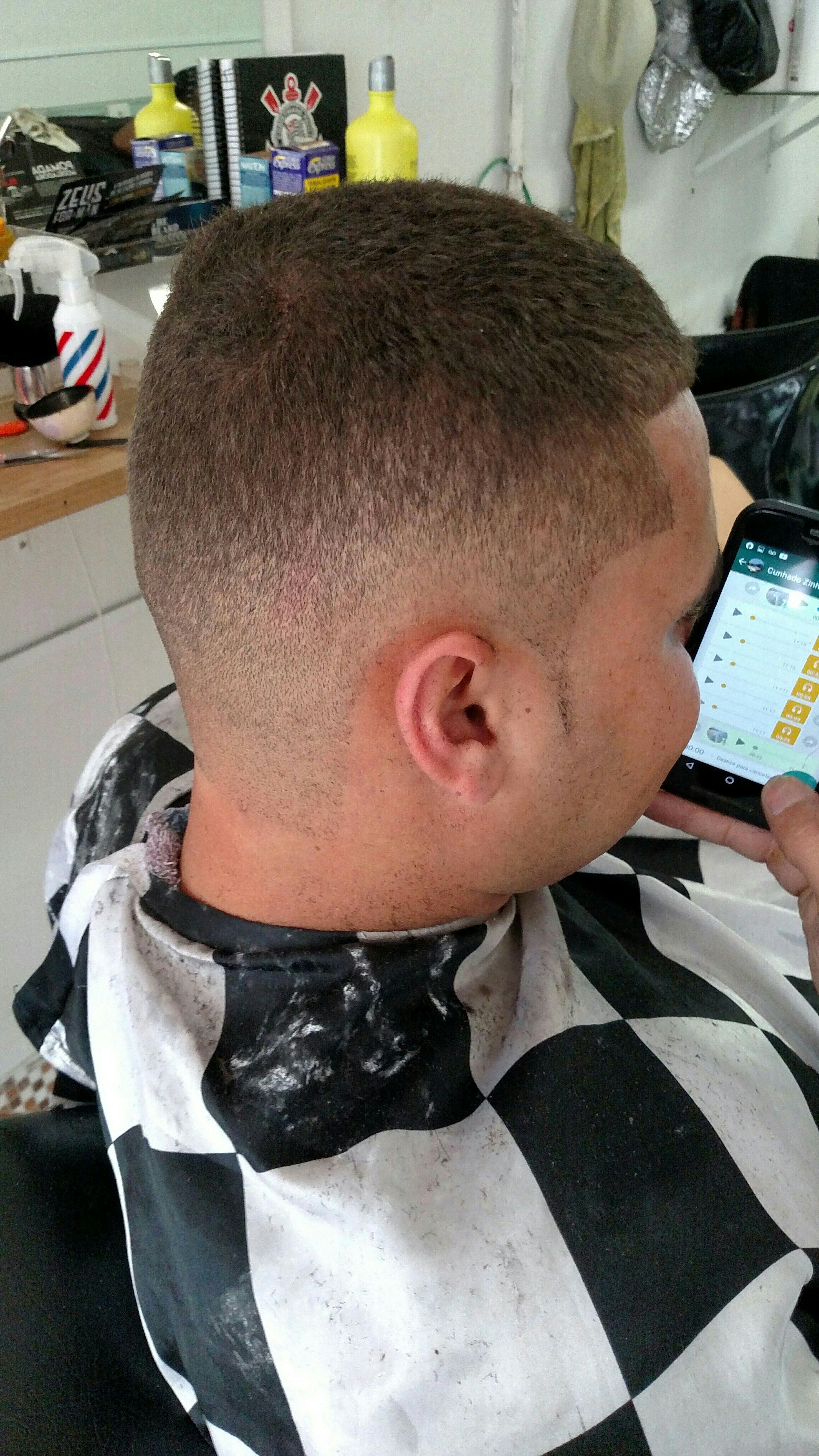 barbeiro(a) auxiliar de limpeza auxiliar cabeleireiro(a)