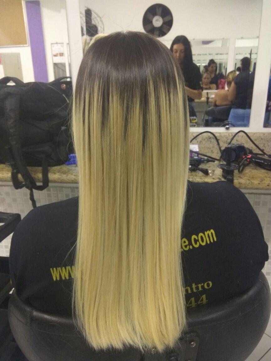 Luzes. cabelo estudante (cabeleireiro)