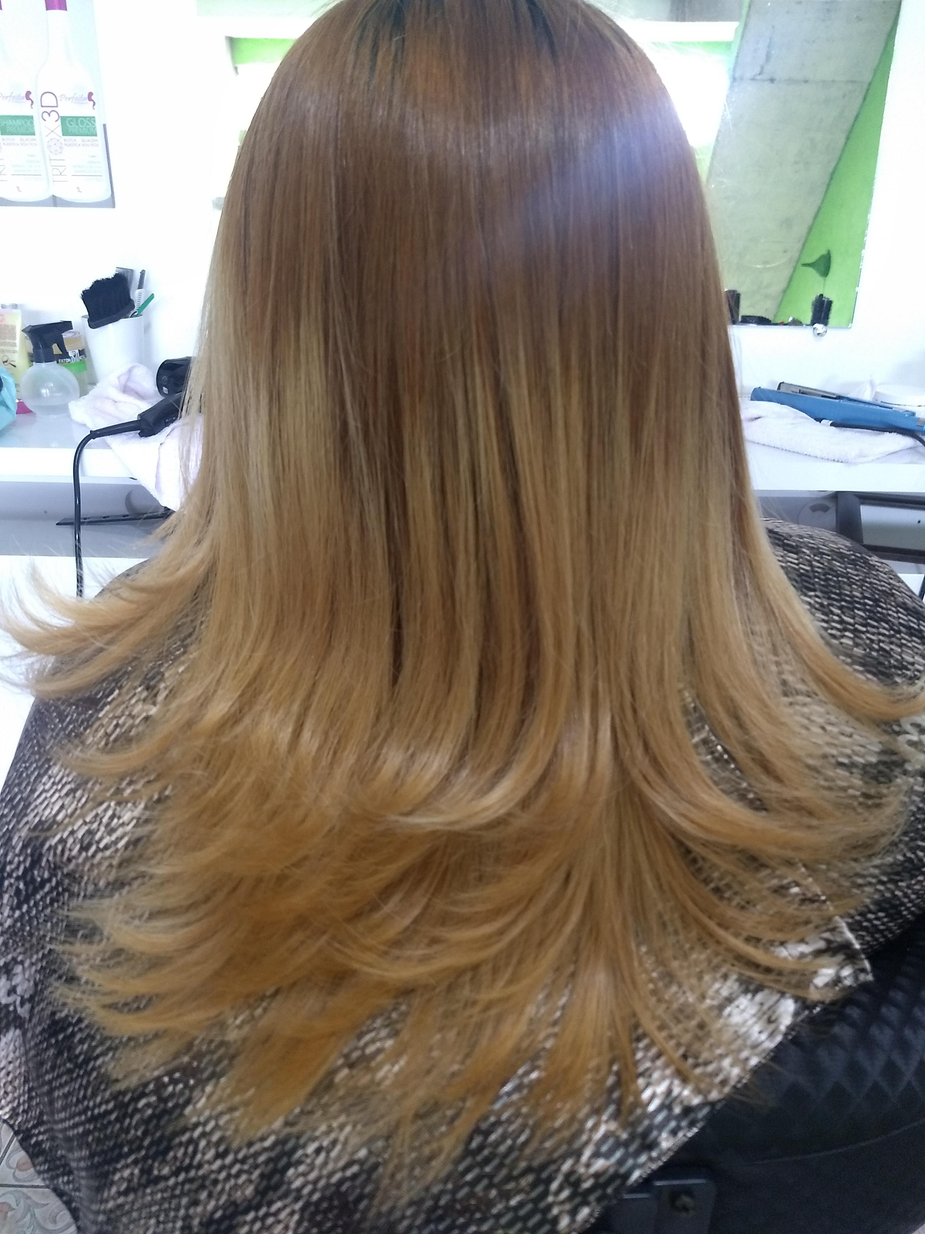Nesse cabelo eu fiz uma progressiva, corte degradê repicado com escova modelada .  cabelo auxiliar cabeleireiro(a) recepcionista