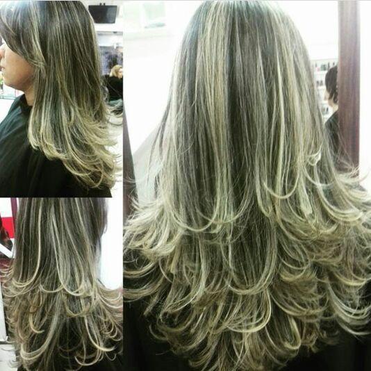 Mechas e corte. cabelo cabeleireiro(a)