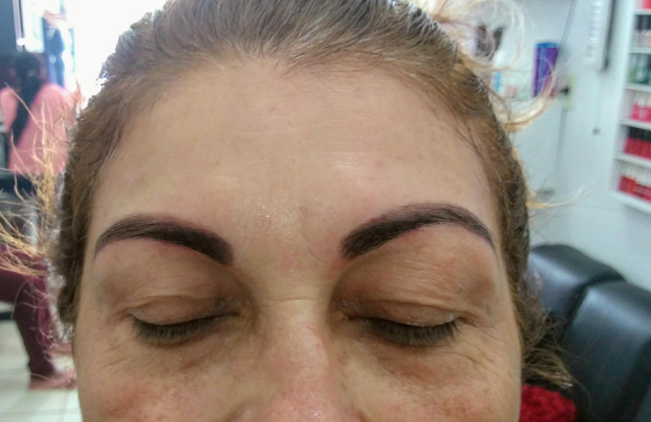 Designer com hena. outros cabeleireiro(a) manicure e pedicure depilador(a) designer de sobrancelhas