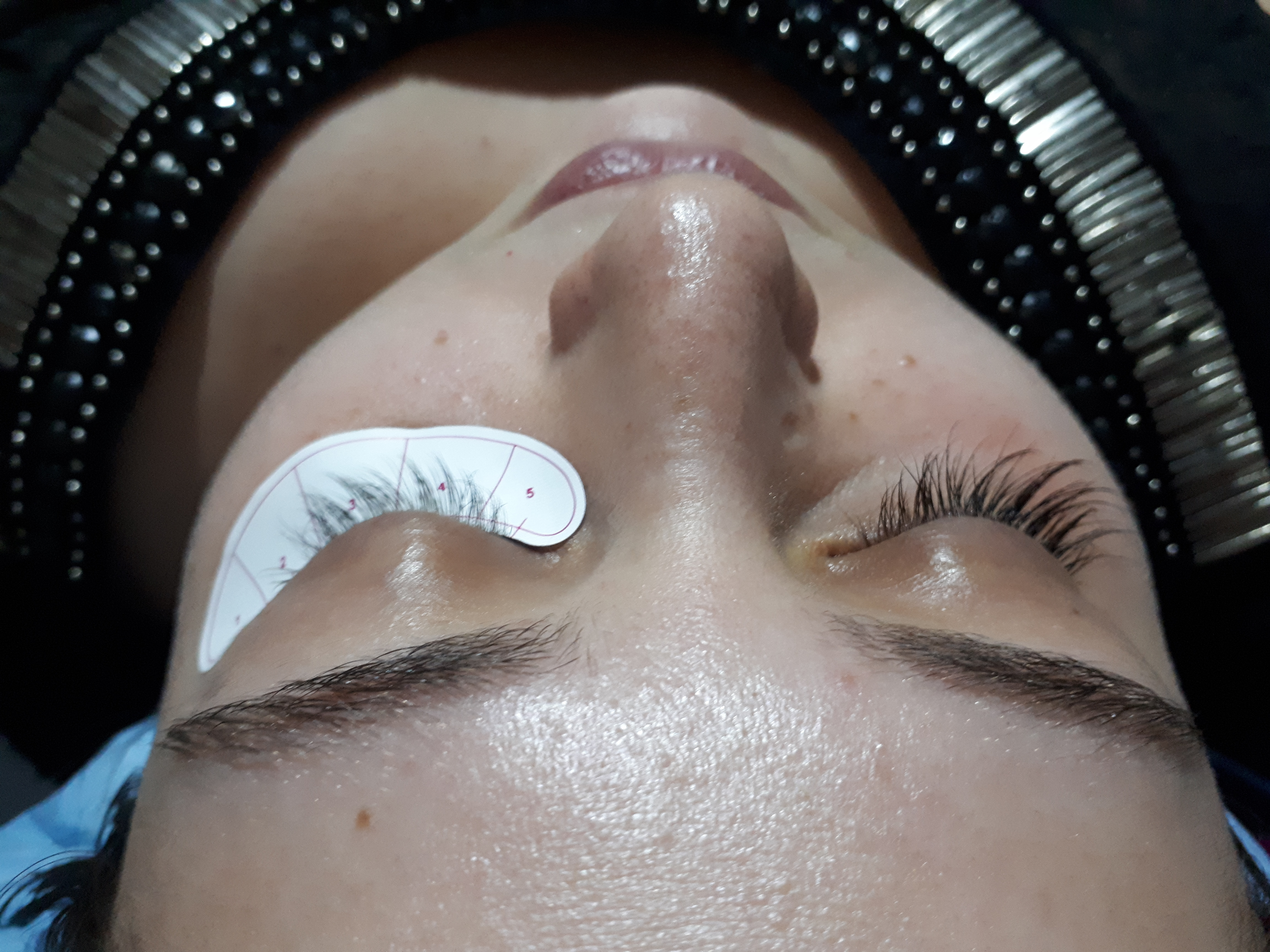 esteticista estudante (esteticista) designer de sobrancelhas massoterapeuta