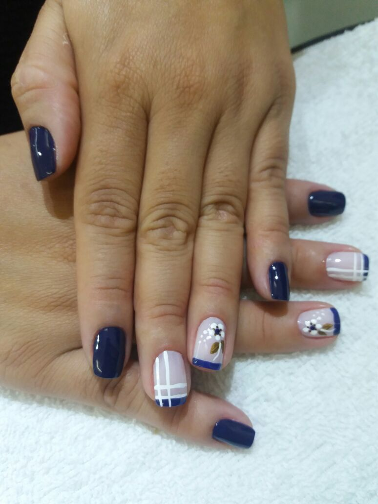 Unha decorada com francesinha azul. unha manicure e pedicure manicure e pedicure manicure e pedicure
