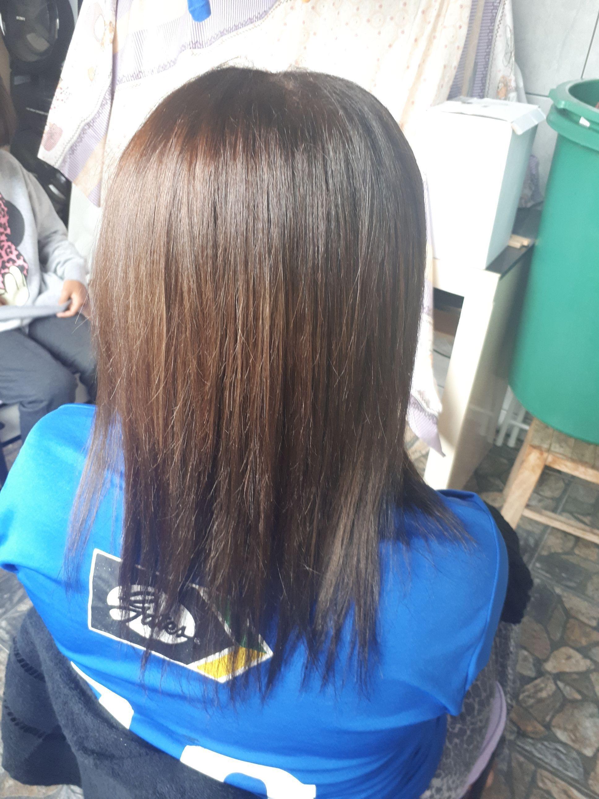 Depois da aplicação  tinta, hidratação  escova e prancha cabelo auxiliar cabeleireiro(a)
