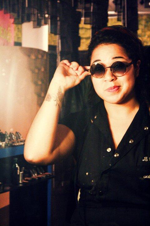 Maquiadora no stand da Make B. em 2011 e 2012.  #SPFW #makeb #maquiadora #profissional #beleza #maquiagem  Link: https://www.youtube.com/watch?v=qyo_S48YWAo maquiagem maquiador(a)