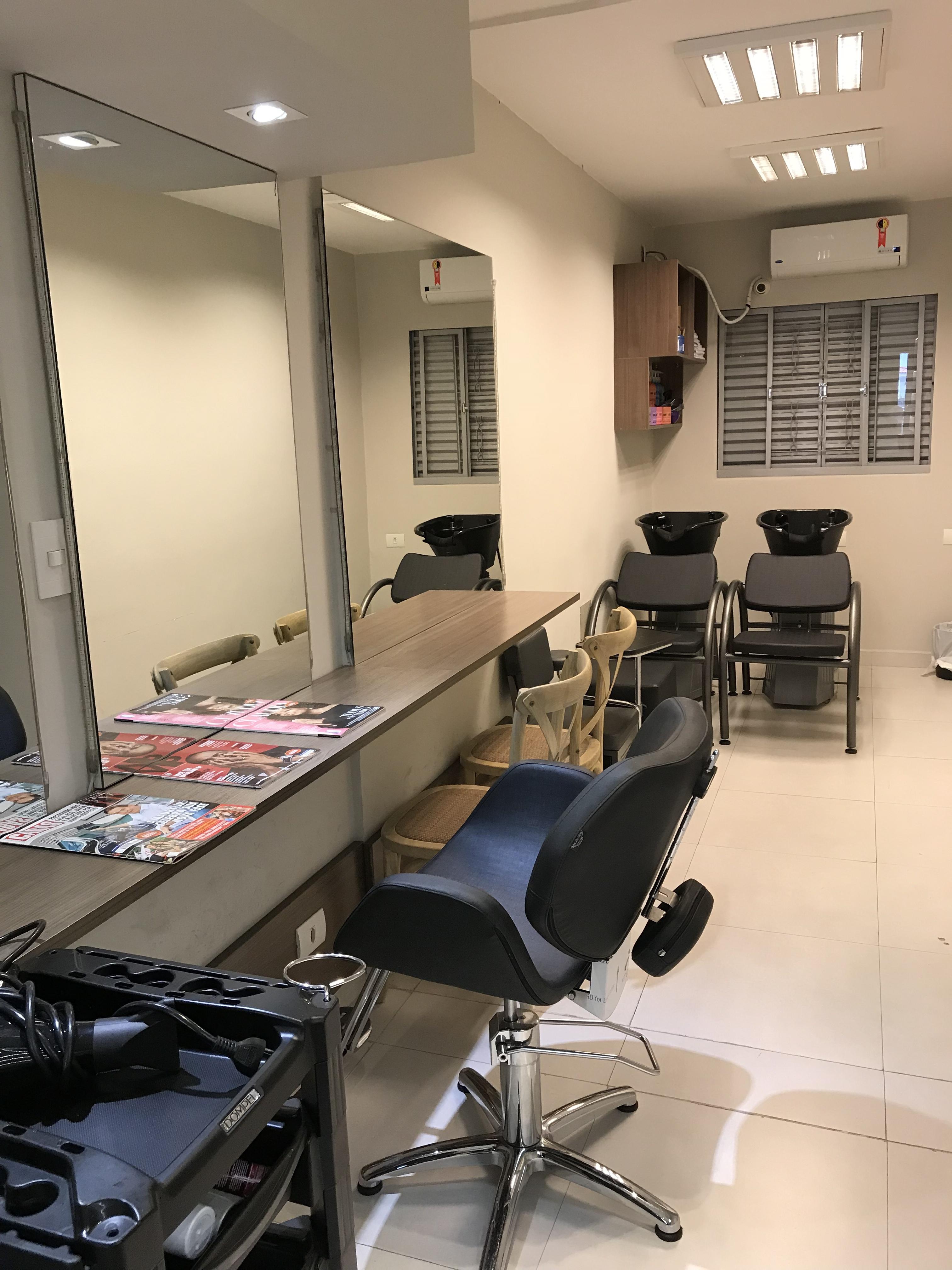 Locação de espaço para profissionais de cabelo! Se você é profissional desta área, possui sua própria clientela e está buscando um local para aconchegante para atendê-los, este é o local.  Excelente localização na zona sul de São Paulo , Brooklin. Entre em contato e faça uma visita cabelo designer de sobrancelhas esteticista micropigmentador(a) empresário(a)