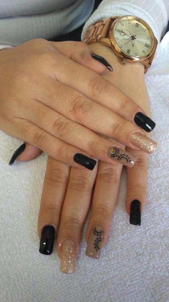 Unha com decorada com adesivo 💅e glitter unha manicure e pedicure manicure e pedicure manicure e pedicure