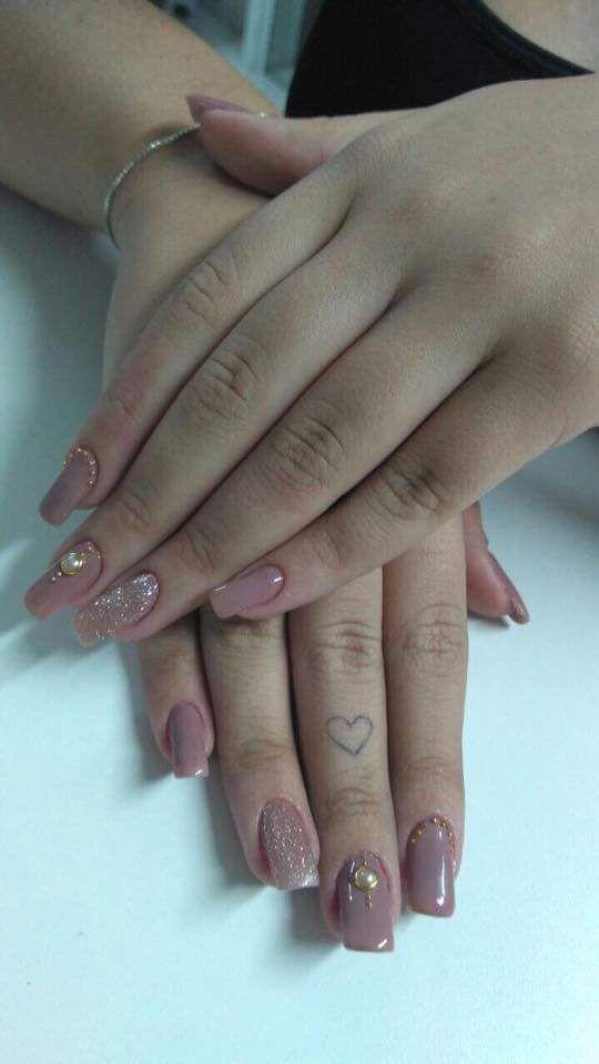 Nude com glitter e adesivo 💅 unha manicure e pedicure manicure e pedicure manicure e pedicure