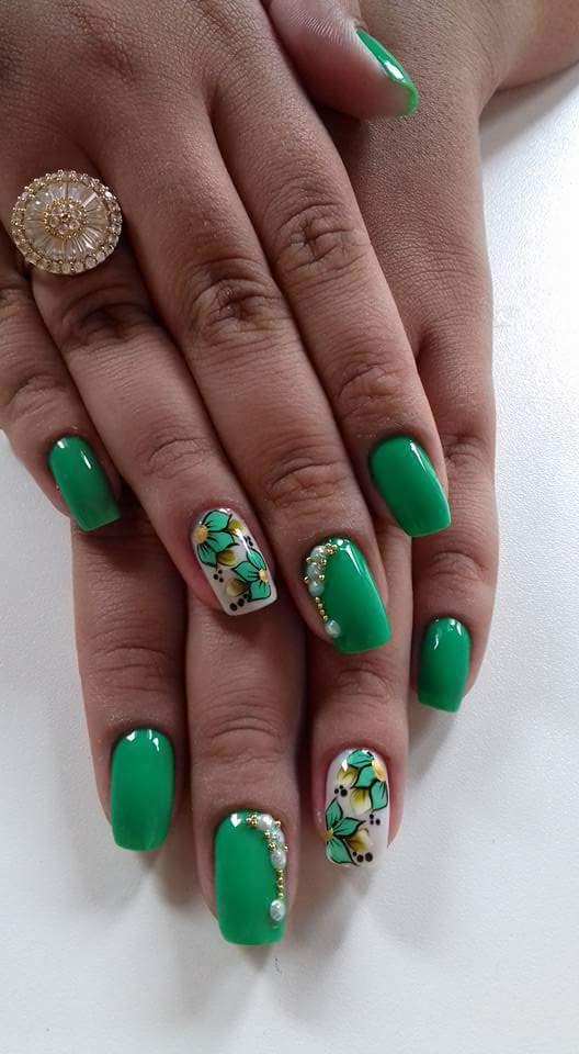 Verde lindo 💅 cliente satisfeita  com meus trabalho  unha manicure e pedicure