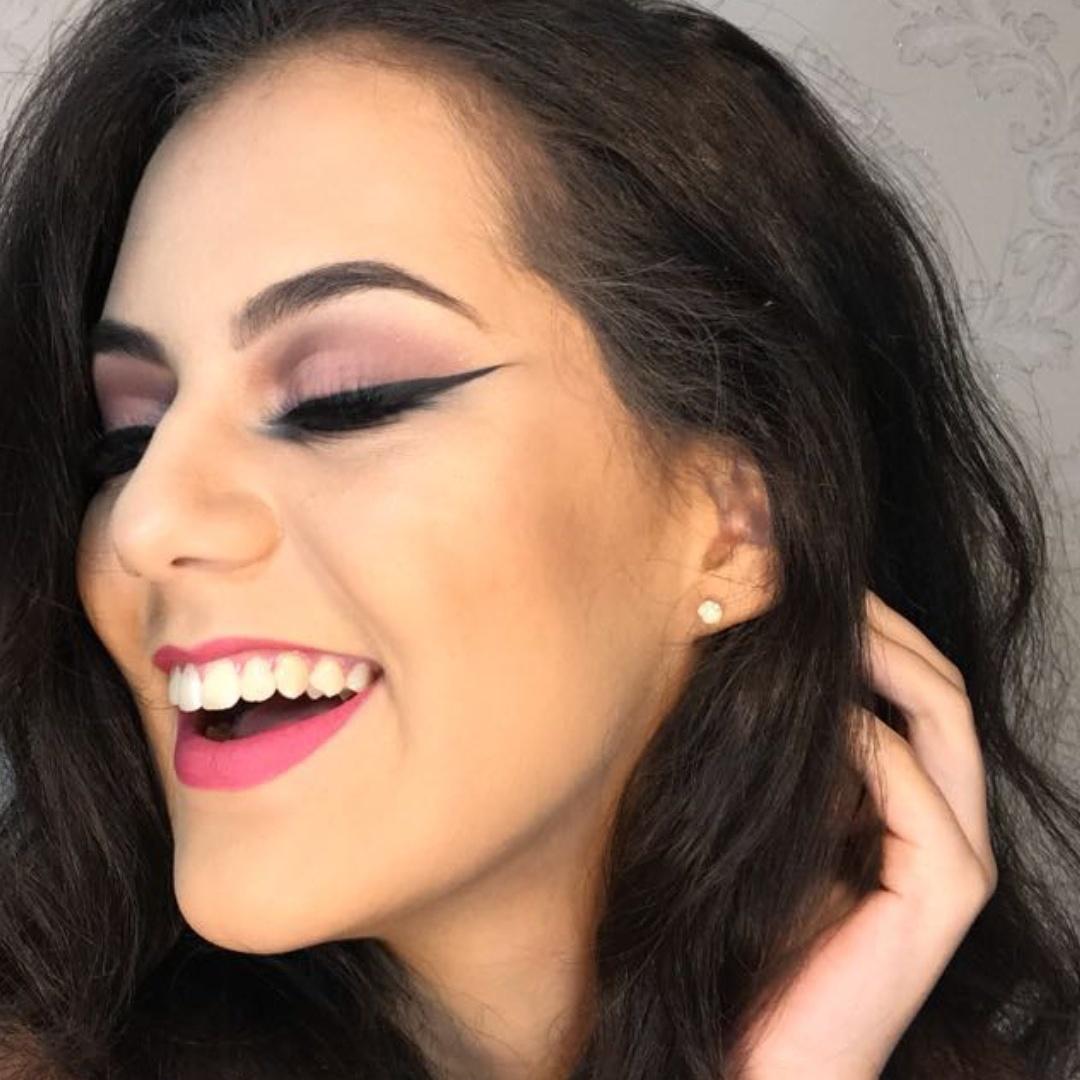 Maquiagem maquiagem designer de sobrancelhas maquiador(a) dermopigmentador(a) estudante (visagista)