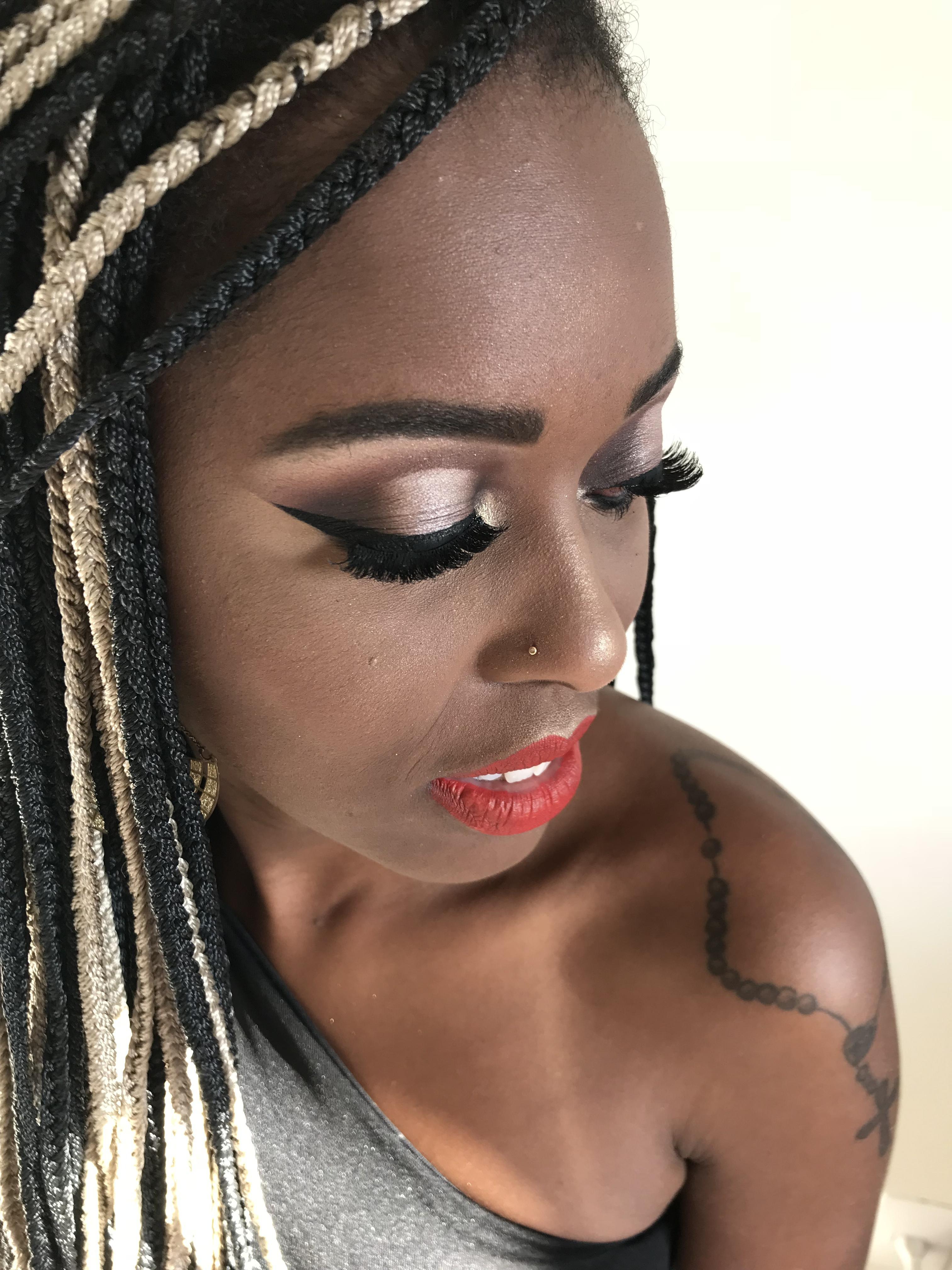 Maquiagem clássica #palpebraluz #pelenegra maquiagem maquiador(a) designer de sobrancelhas