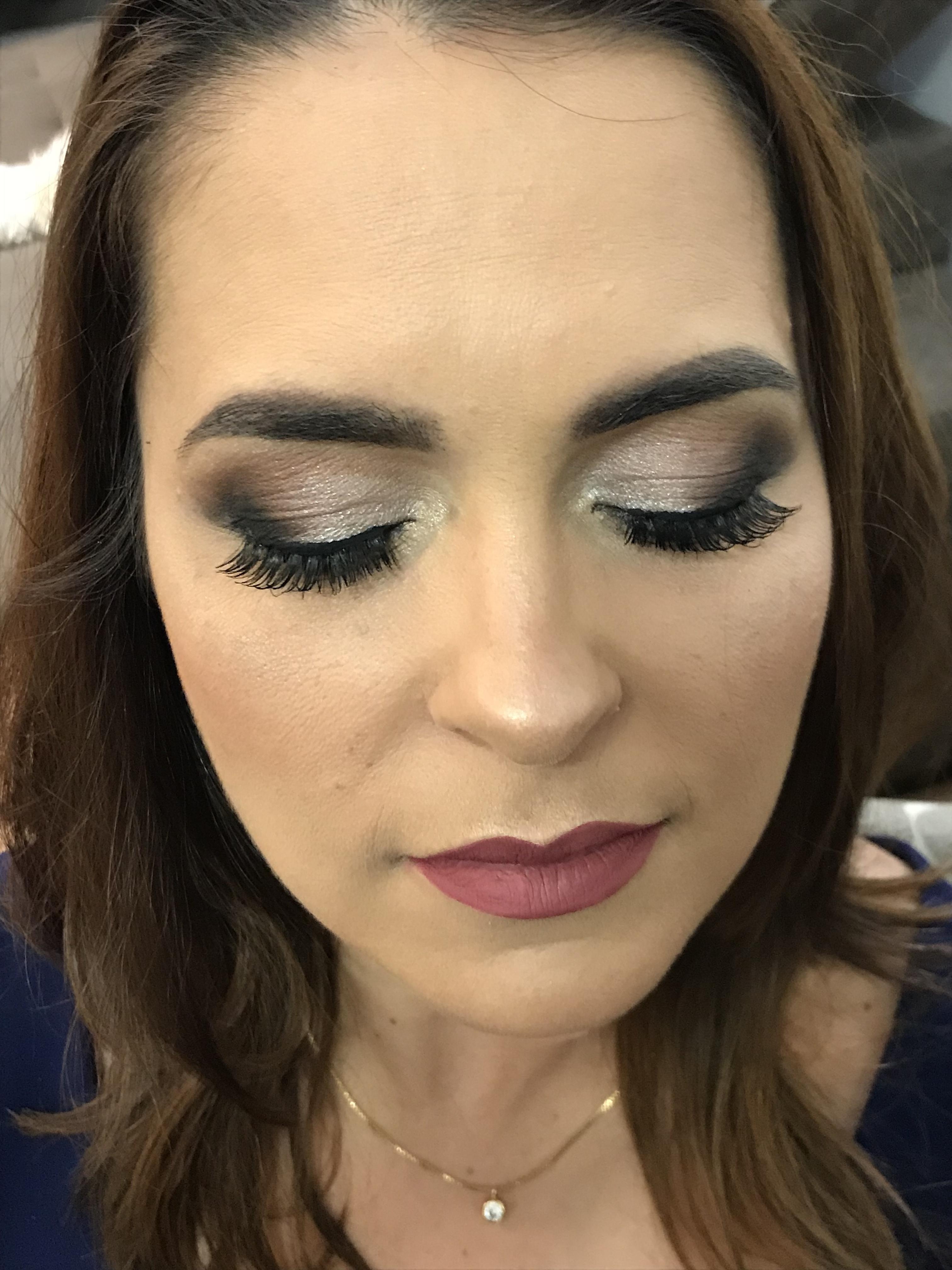 Maquiagem para mãe de formanda. Make clássica, porém marcante #maquiagemclassica #formanda maquiagem maquiador(a) designer de sobrancelhas