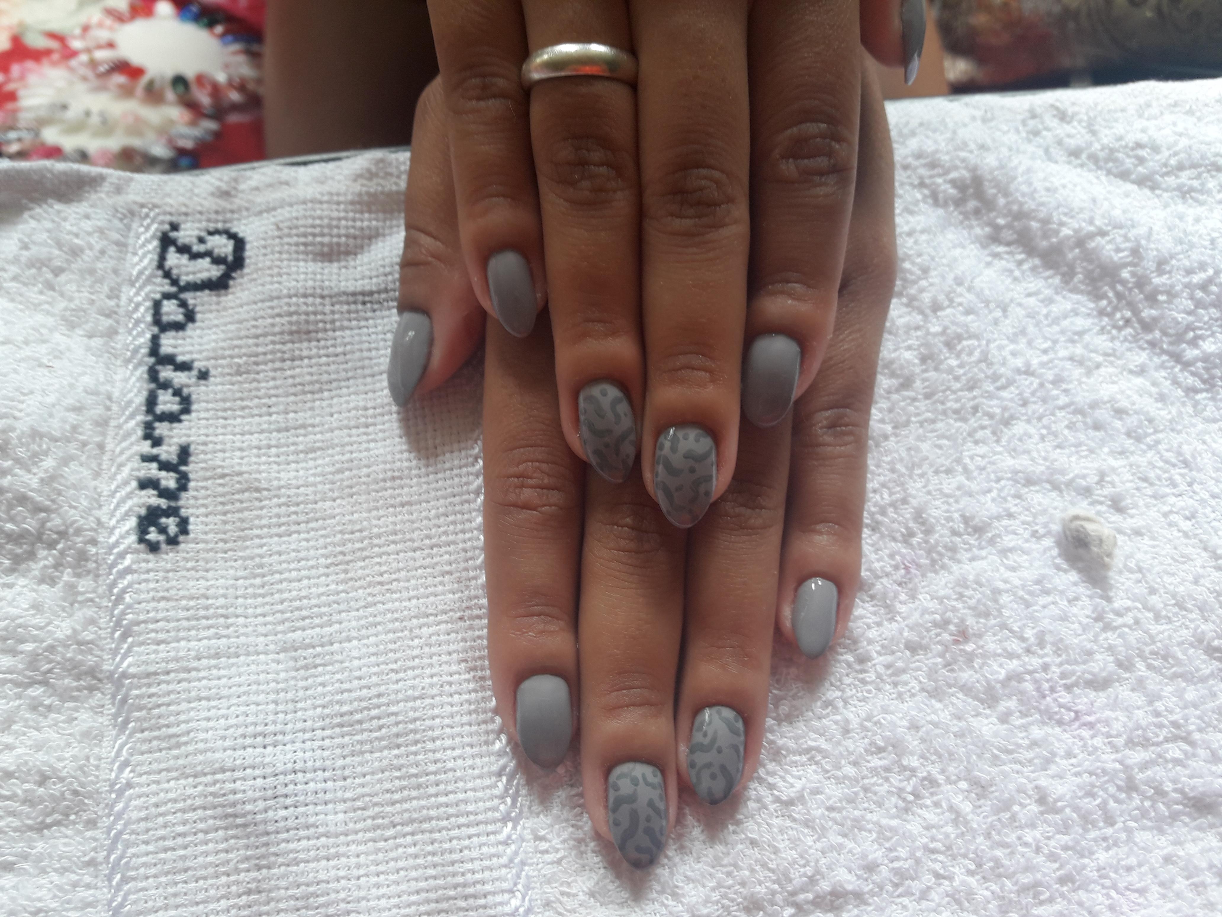 Unha Estileto com esmalte cinza da risque...#Arrasou  unha manicure e pedicure
