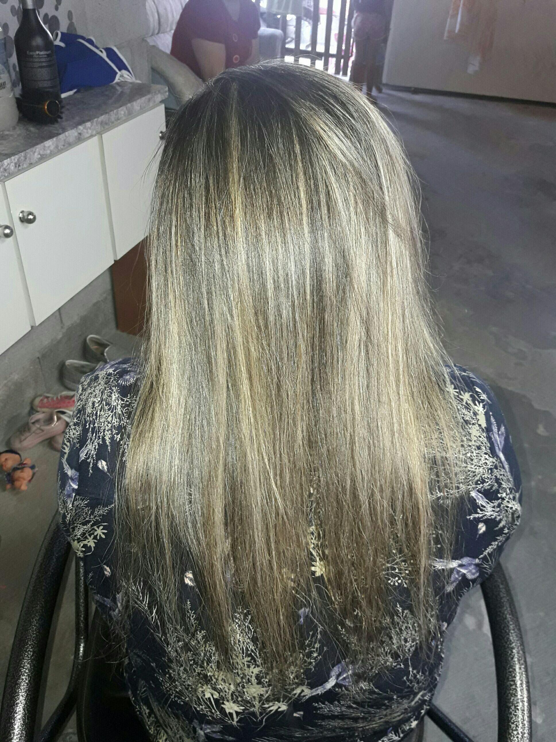 Luzes  feita na touca cabelo auxiliar cabeleireiro(a) auxiliar cabeleireiro(a)