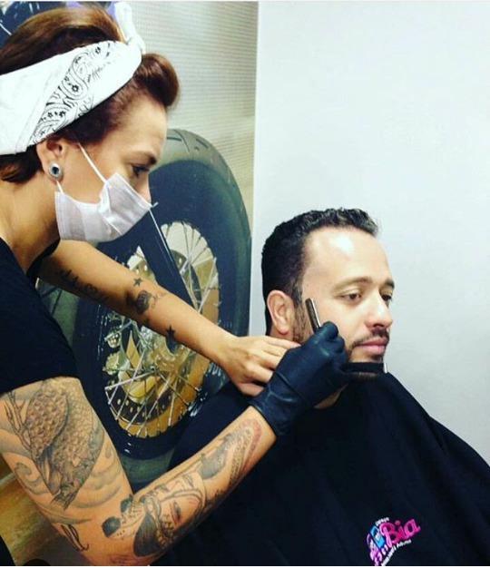 Aos homens e as mulheres que valorizam uma bela barba bem feita e desenhada :) #amo #rallduarte #barbershop s2.  cabelo