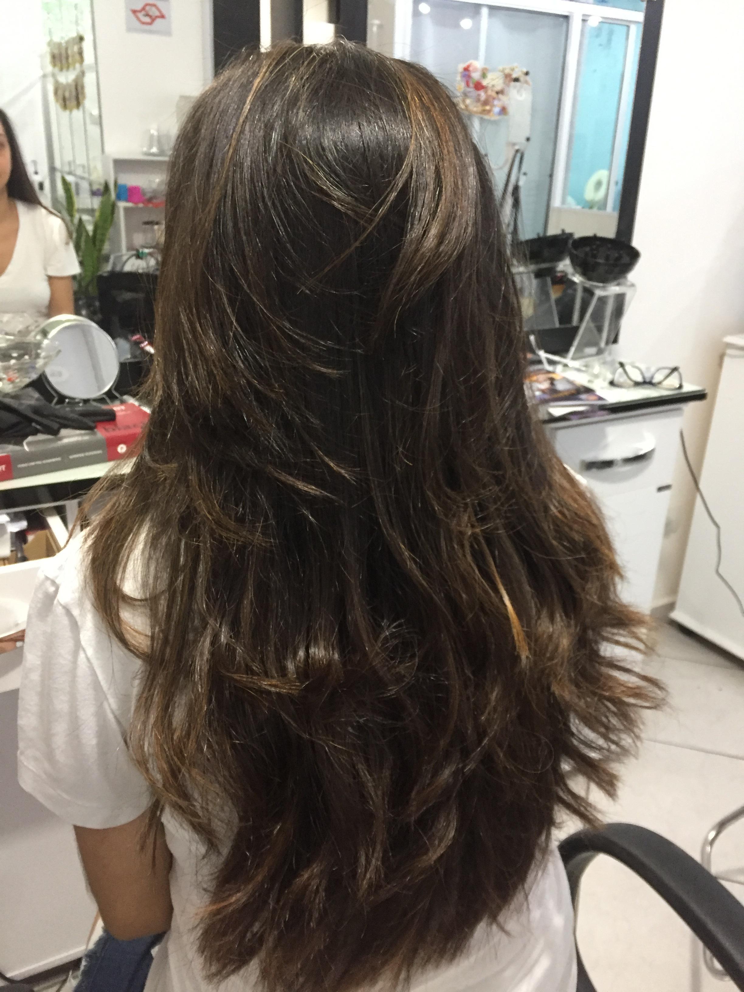 Morena iluminada  cabelo auxiliar cabeleireiro(a) cabeleireiro(a)