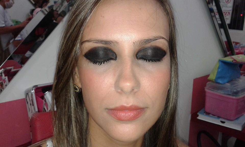 Maquiagem olhos marcantes  preto,para eventos. maquiagem maquiador(a)