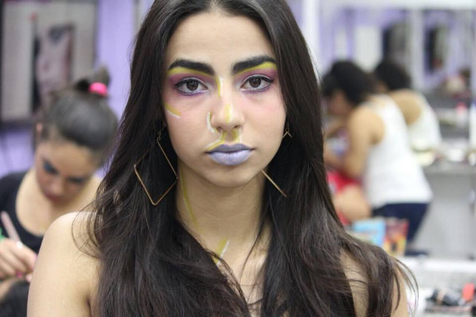 Maquiagem Neon de passarela/fotos. #maquiagem maquiagem maquiador(a) assistente maquiador(a)