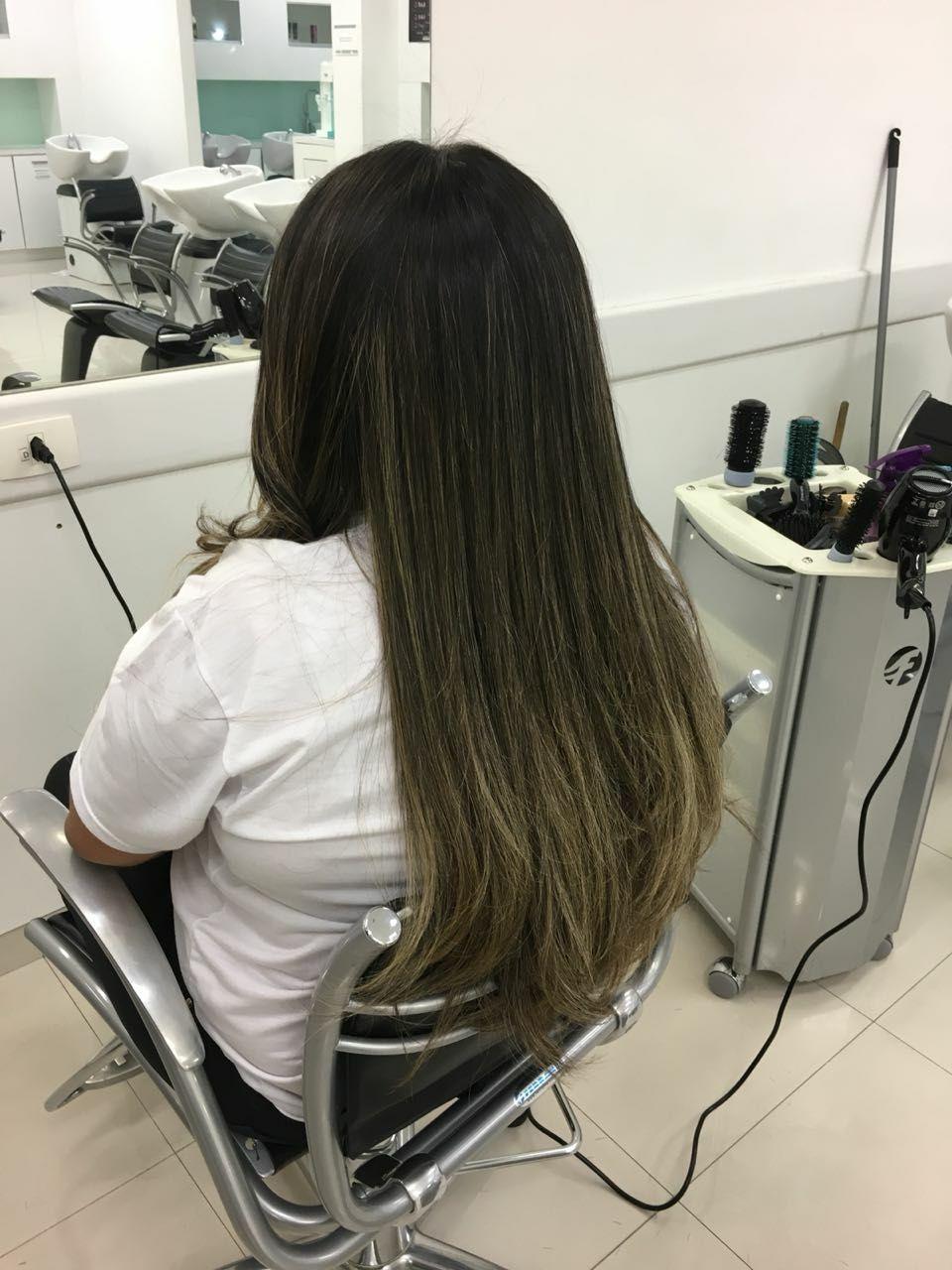 Escova lisa. cabelo auxiliar cabeleireiro(a) auxiliar cabeleireiro(a)