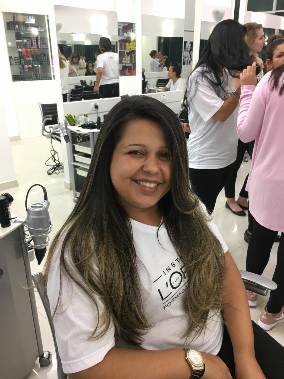 Escova lisa cabelo auxiliar cabeleireiro(a) auxiliar cabeleireiro(a)