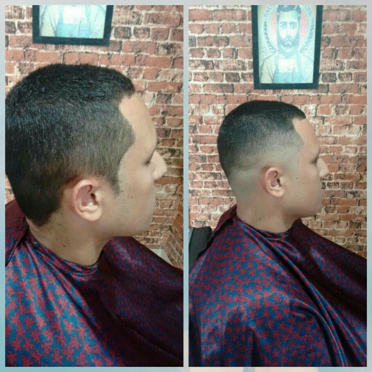 Corte a máquina disfarçado barbeiro(a)