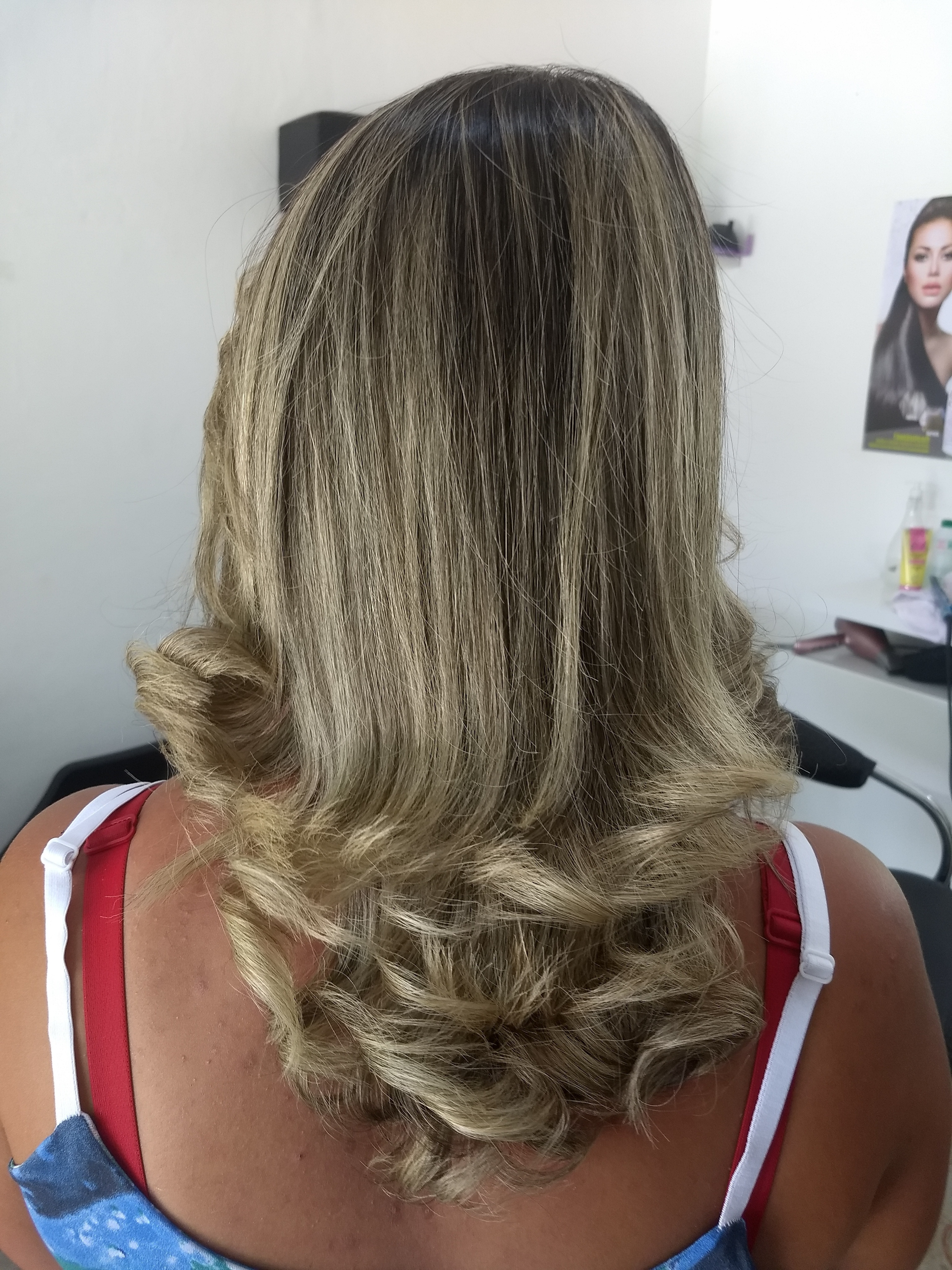 Corte degradê . cabelo auxiliar cabeleireiro(a) recepcionista