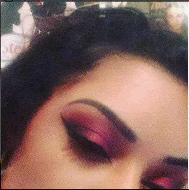 Rosa e preto é minha combinação preferida de cores. Winged eyeliner com detalhe no canto interno para alongar os olhos.  maquiagem