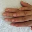 Serviço de manicure feito na unha da minha irmã ela escolheu apenas fazer a cutilacao e passar base.