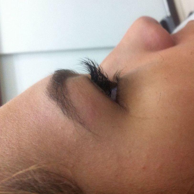 Alongamento de cílios estética fisioterapeuta