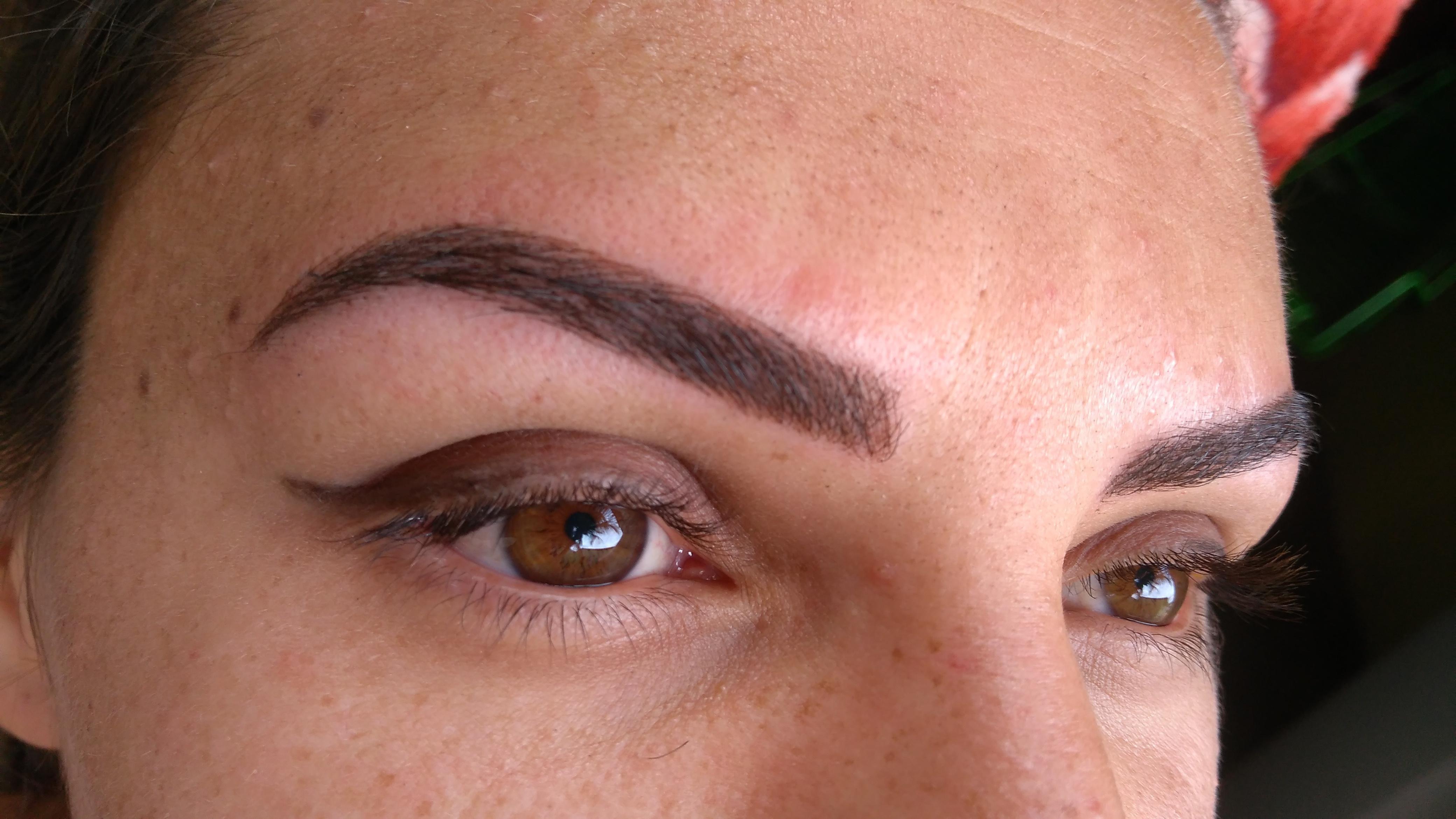 Sobrancelhas fio a fio maquiagem dermopigmentador(a) designer de sobrancelhas