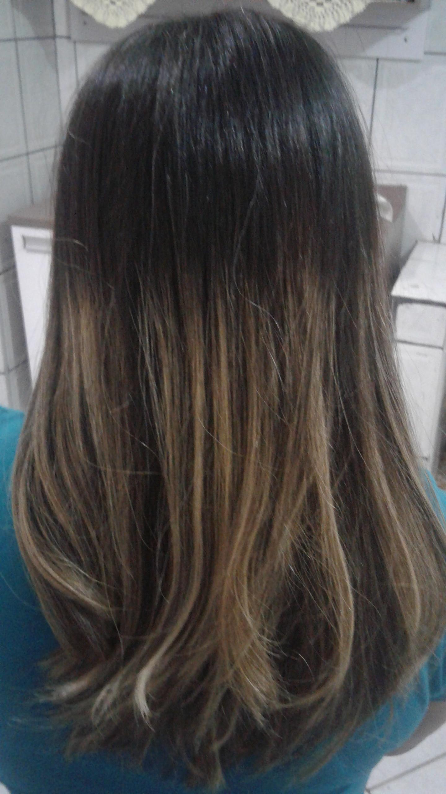 Mechas e escova cabelo auxiliar cabeleireiro(a)