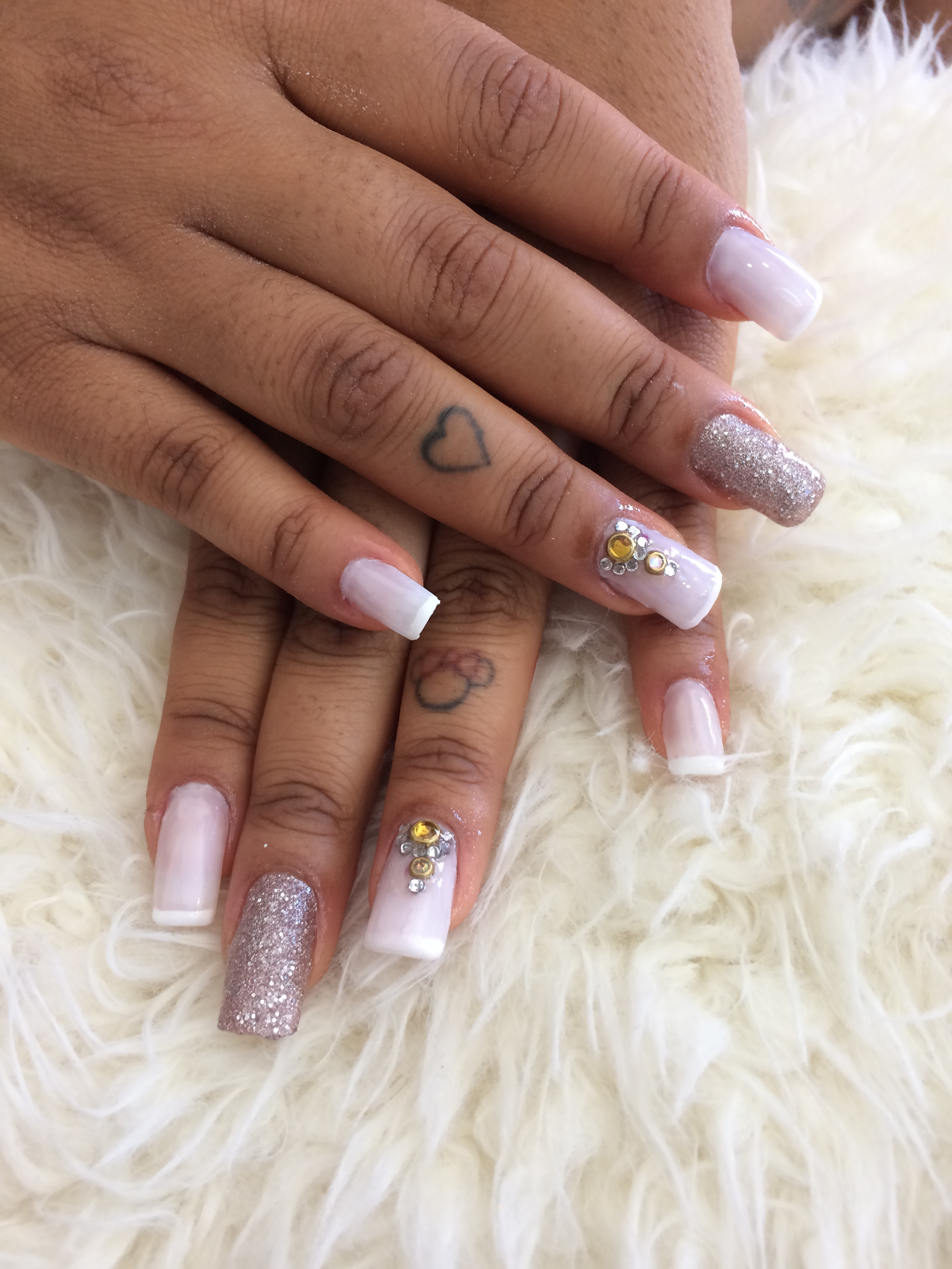 unha estudante (esteticista) manicure e pedicure