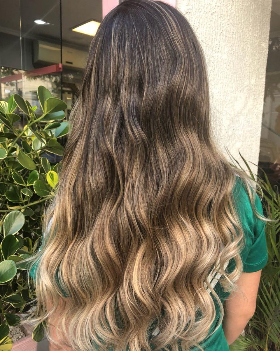 Aquele hair ,com raiz esfumada .. cabelo cabeleireiro(a)