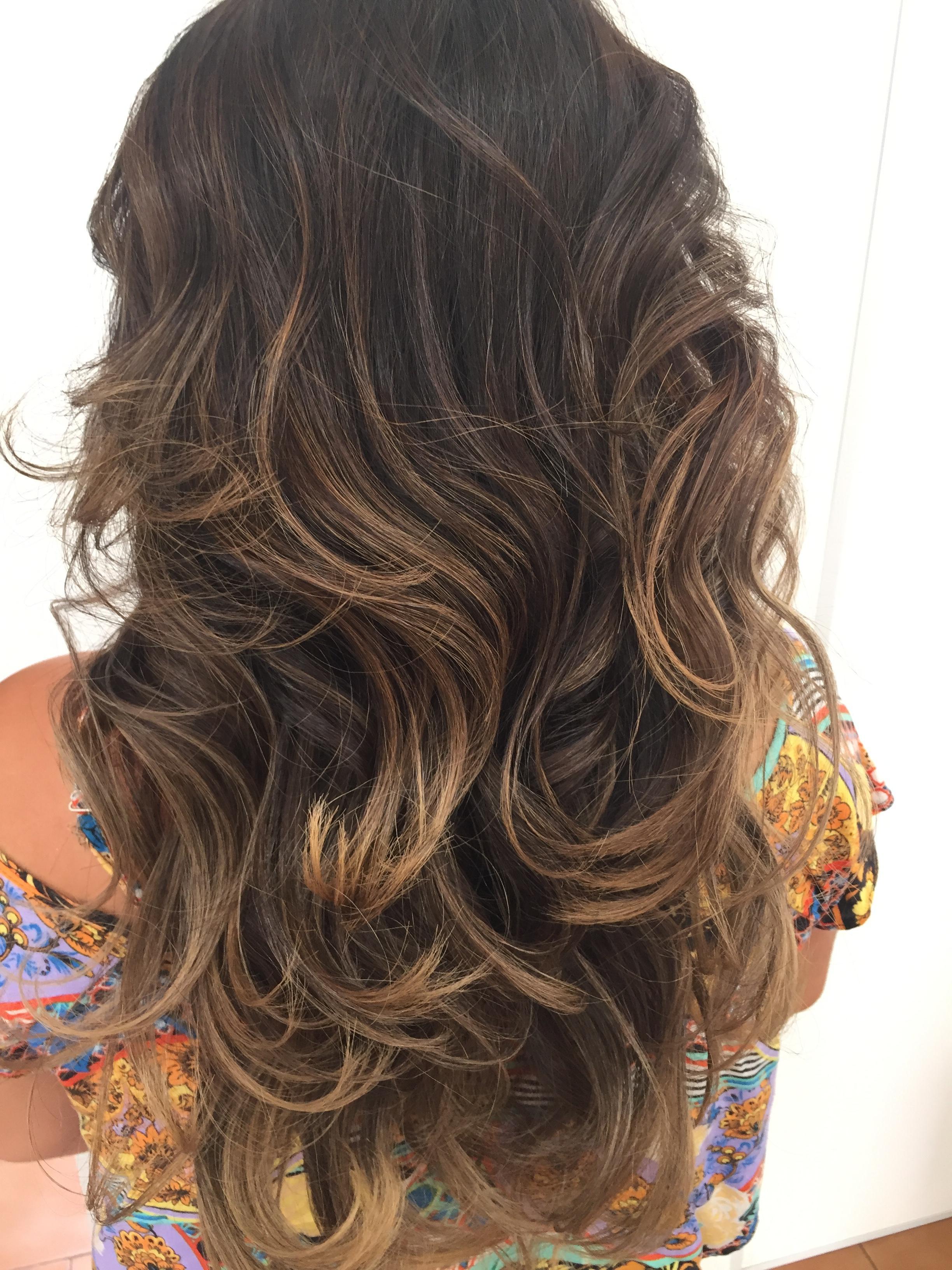 Morena iluminada  #beachwaves #morenailuminada #contou #ombrehair #hair #corte #cut  cabelo cabeleireiro(a)