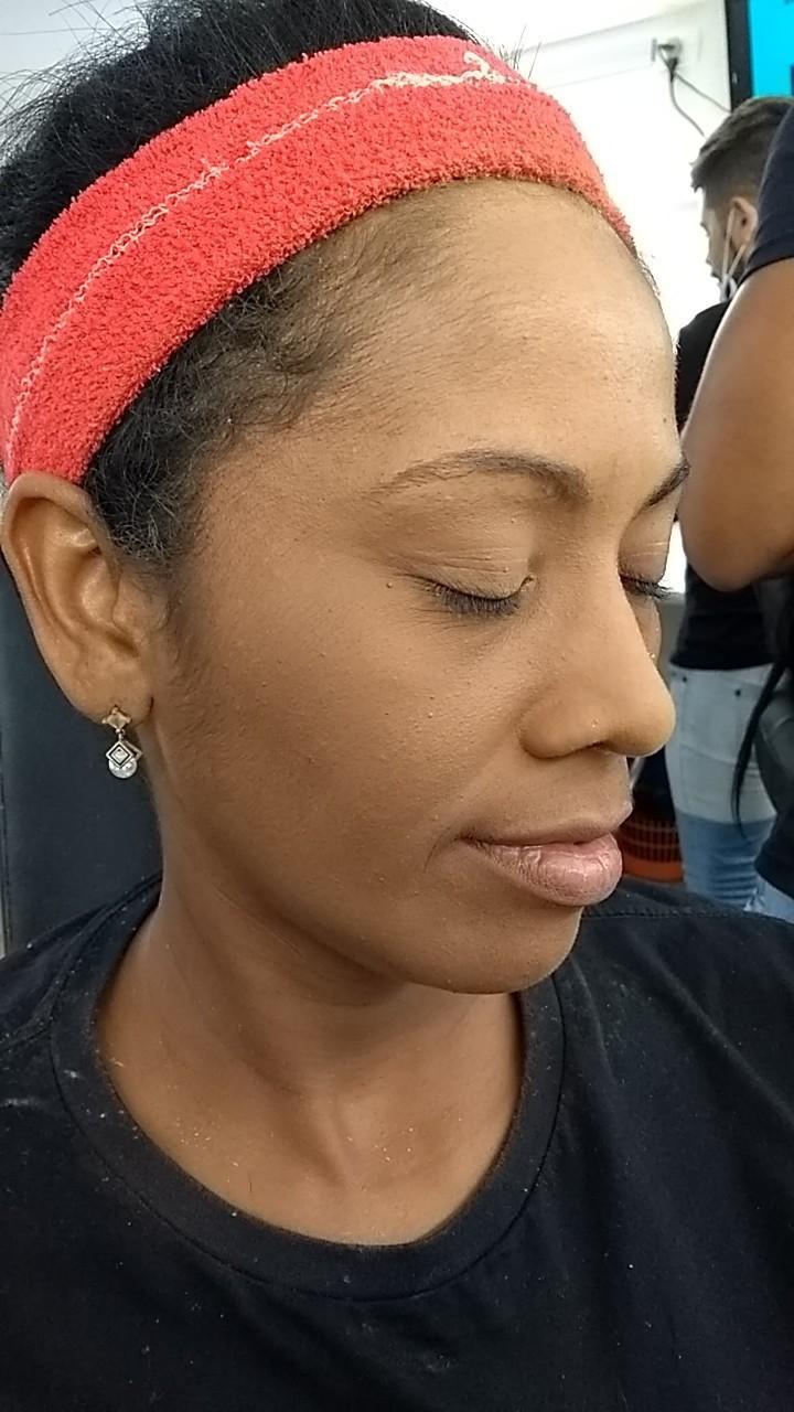 Preparação de pele  maquiagem maquiador(a) auxiliar cabeleireiro(a) cabeleireiro(a)
