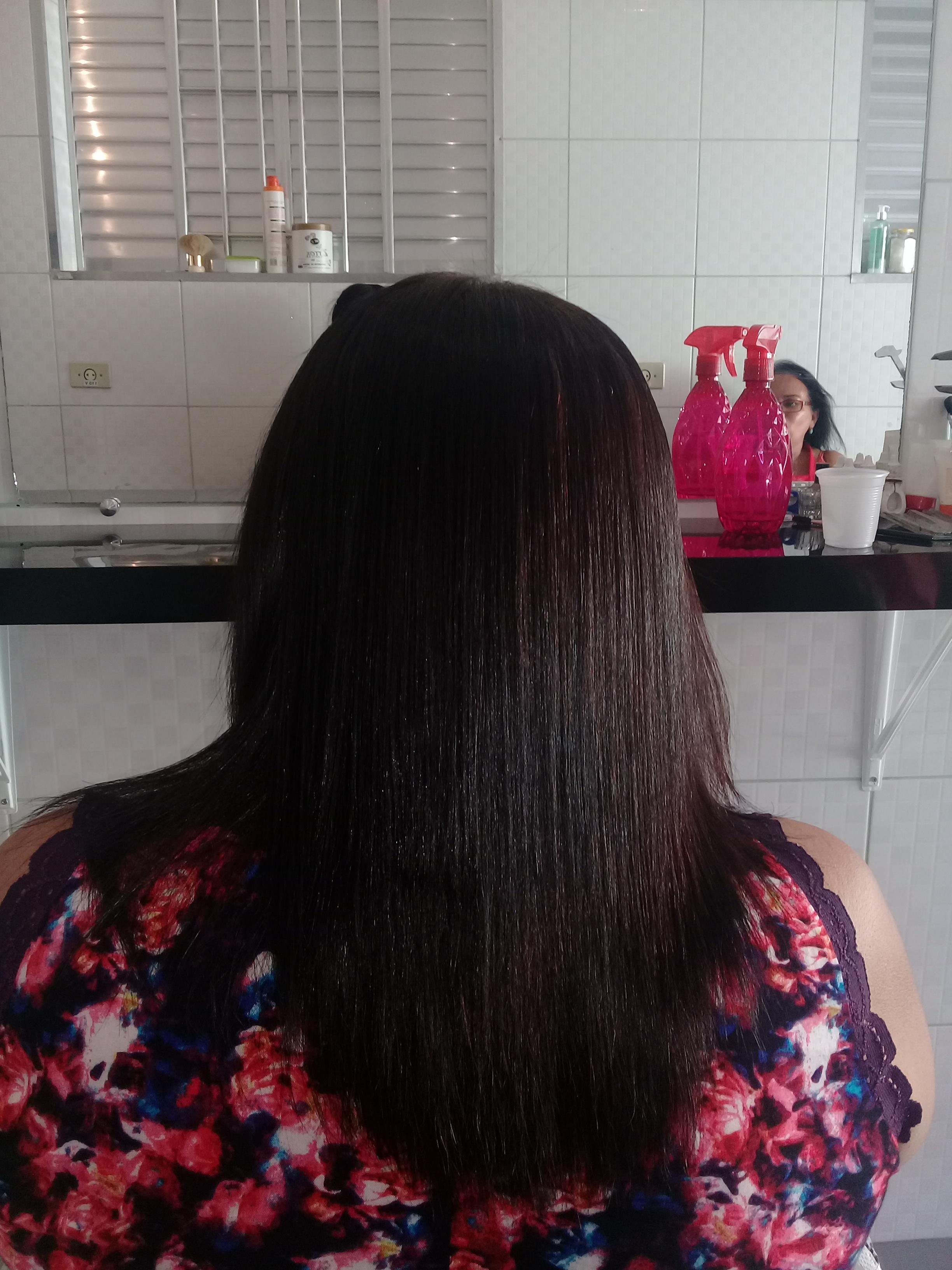 Escova na minha cliente. Atualmente tenho um salao em casa .😙😙😙  Saio satisfeita .😍 cabelo auxiliar cabeleireiro(a)