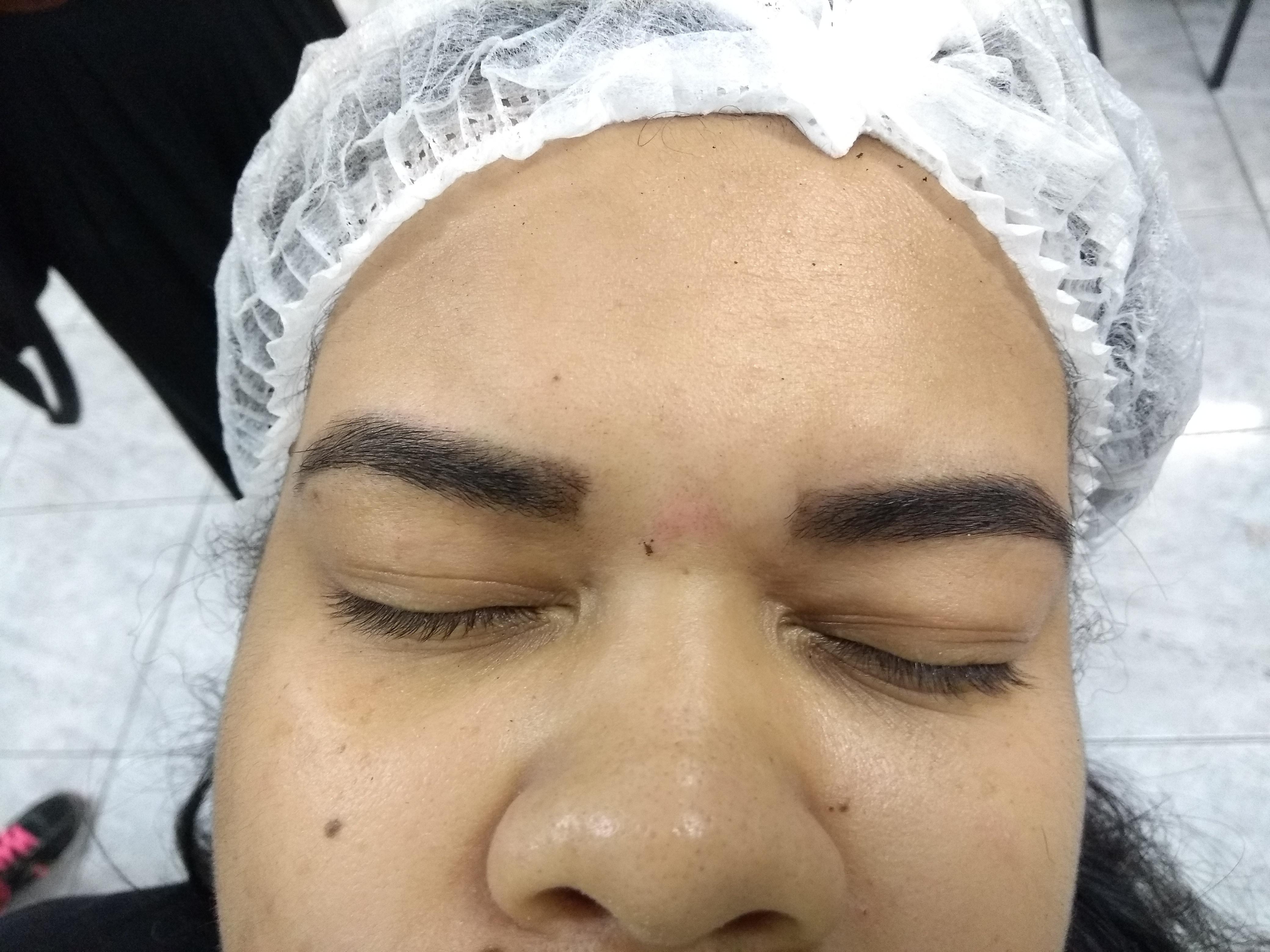estudante (maquiador) estudante (cabeleireiro) designer de sobrancelhas