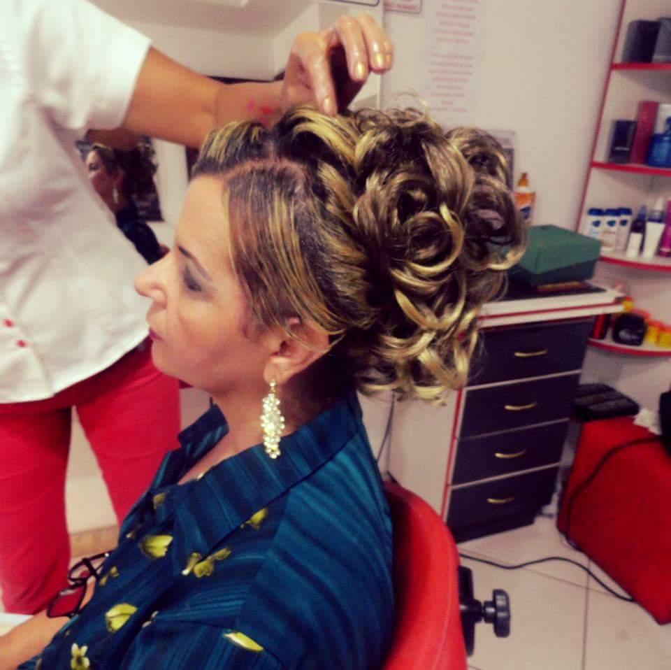 Penteado para madrinha. cabelo cabeleireiro(a)