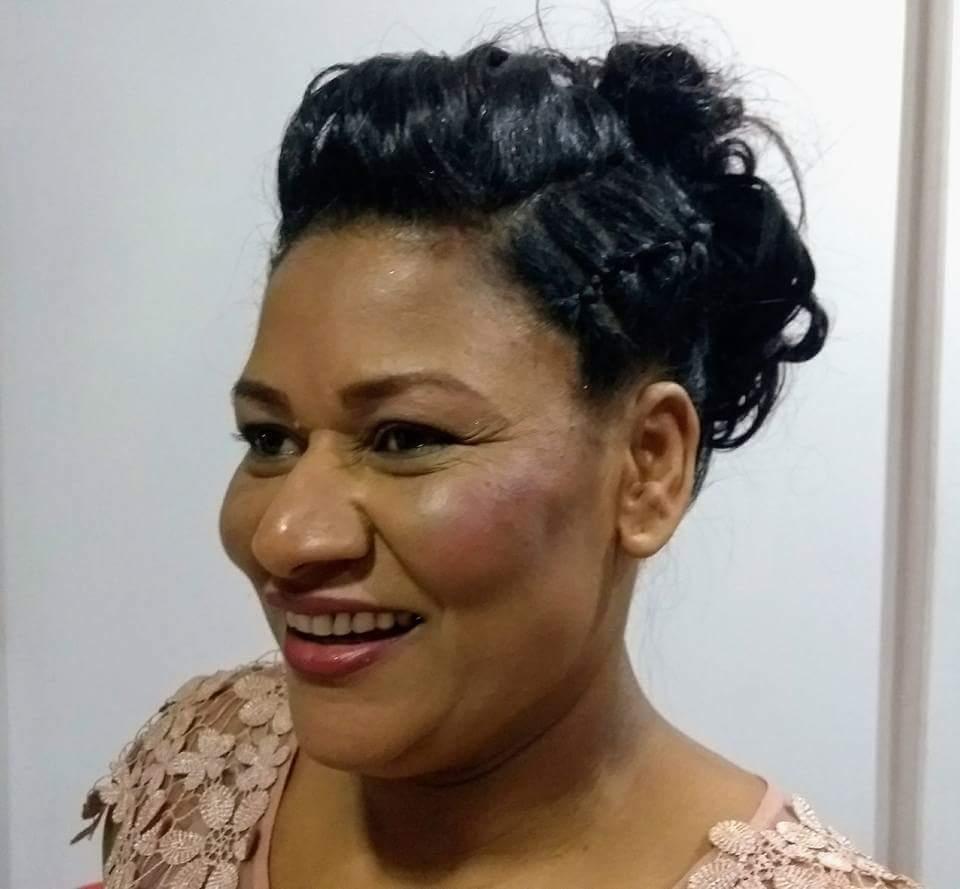 Penteado para mãe da noiva. cabelo cabeleireiro(a)