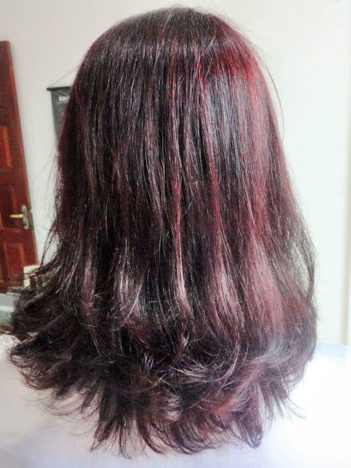 Corte em cabelo médio. cabelo cabeleireiro(a)