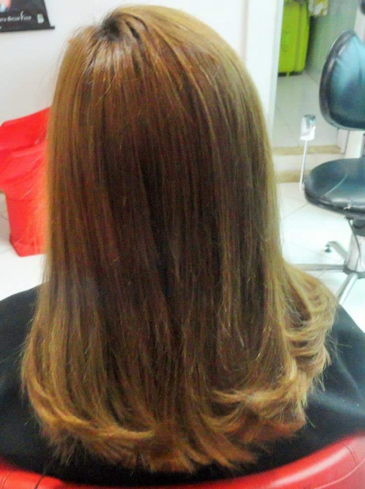 Corte e escova em cabelo médio. cabelo cabeleireiro(a)