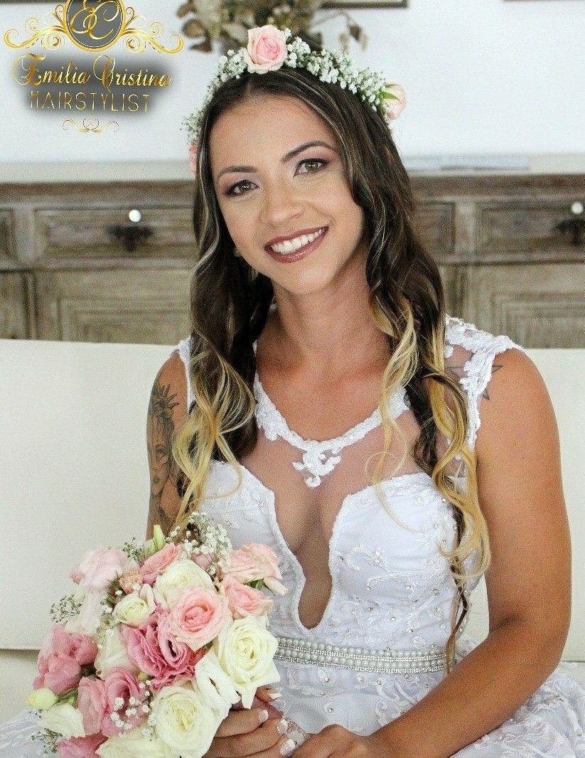 Cabelo solto com coroa de flores 😍noiva ,casamento Praia! cabelo cabeleireiro(a) stylist / visagista