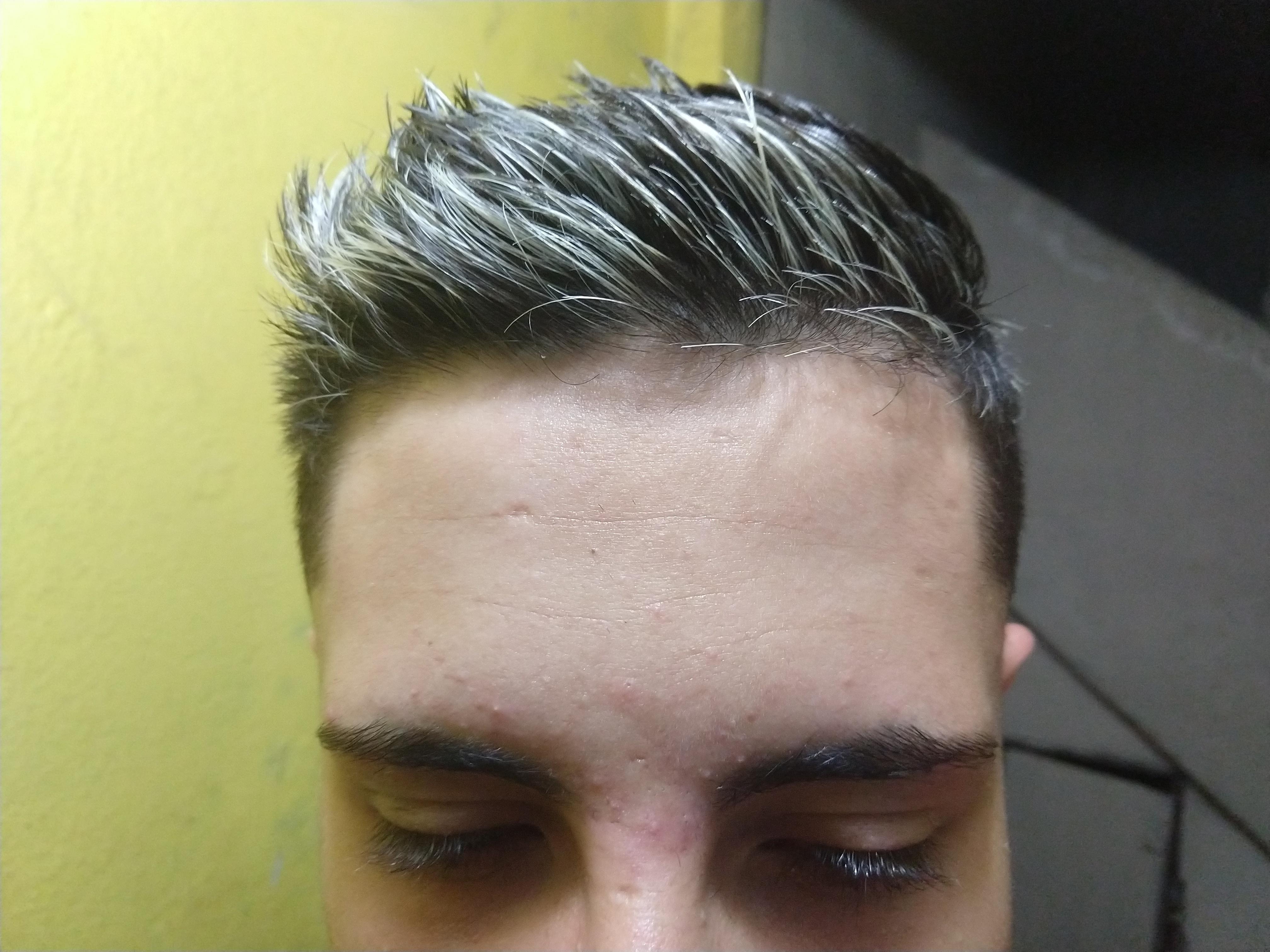 Corte e luzes. cabelo barbeiro(a) estudante