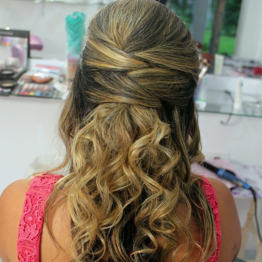 Penteado semi preso #penteados semi preso#penteados despojados#penteadosformandas cabelo cabeleireiro(a) stylist / visagista