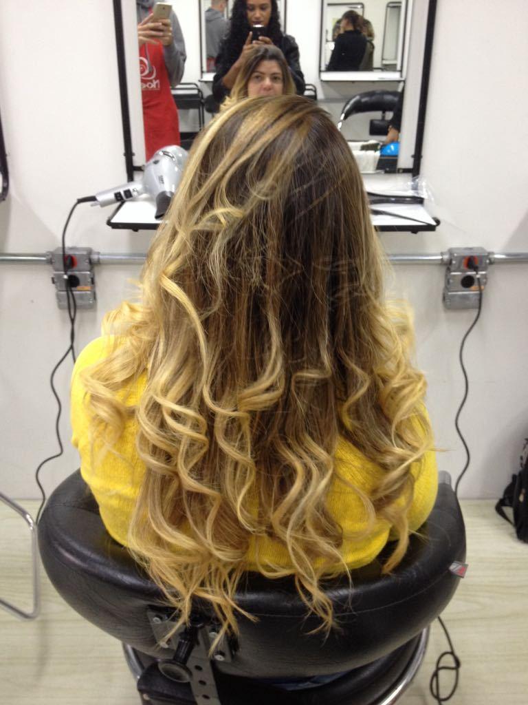 Luzes na toca cabelo auxiliar cabeleireiro(a) assistente esteticista designer de sobrancelhas assistente maquiador(a)
