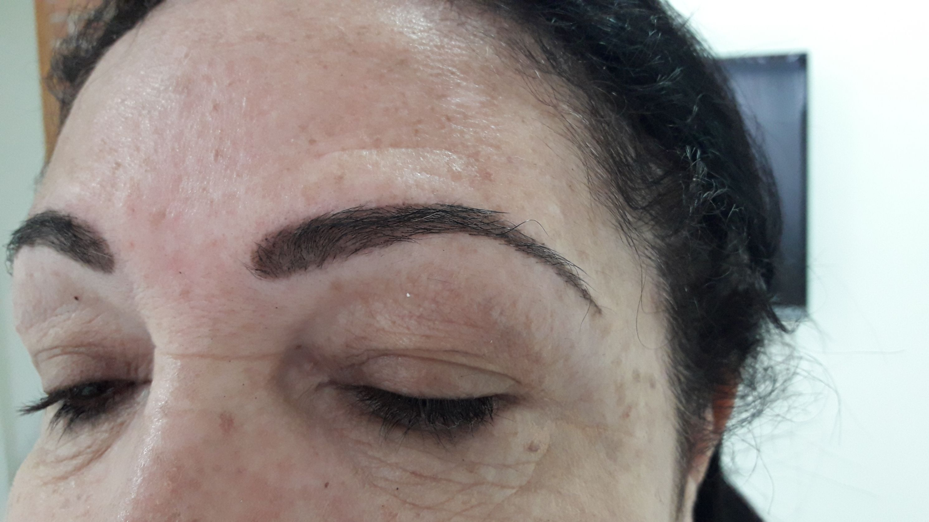 Design de sobrancelhas com henna e tintura estética micropigmentador(a) designer de sobrancelhas esteticista