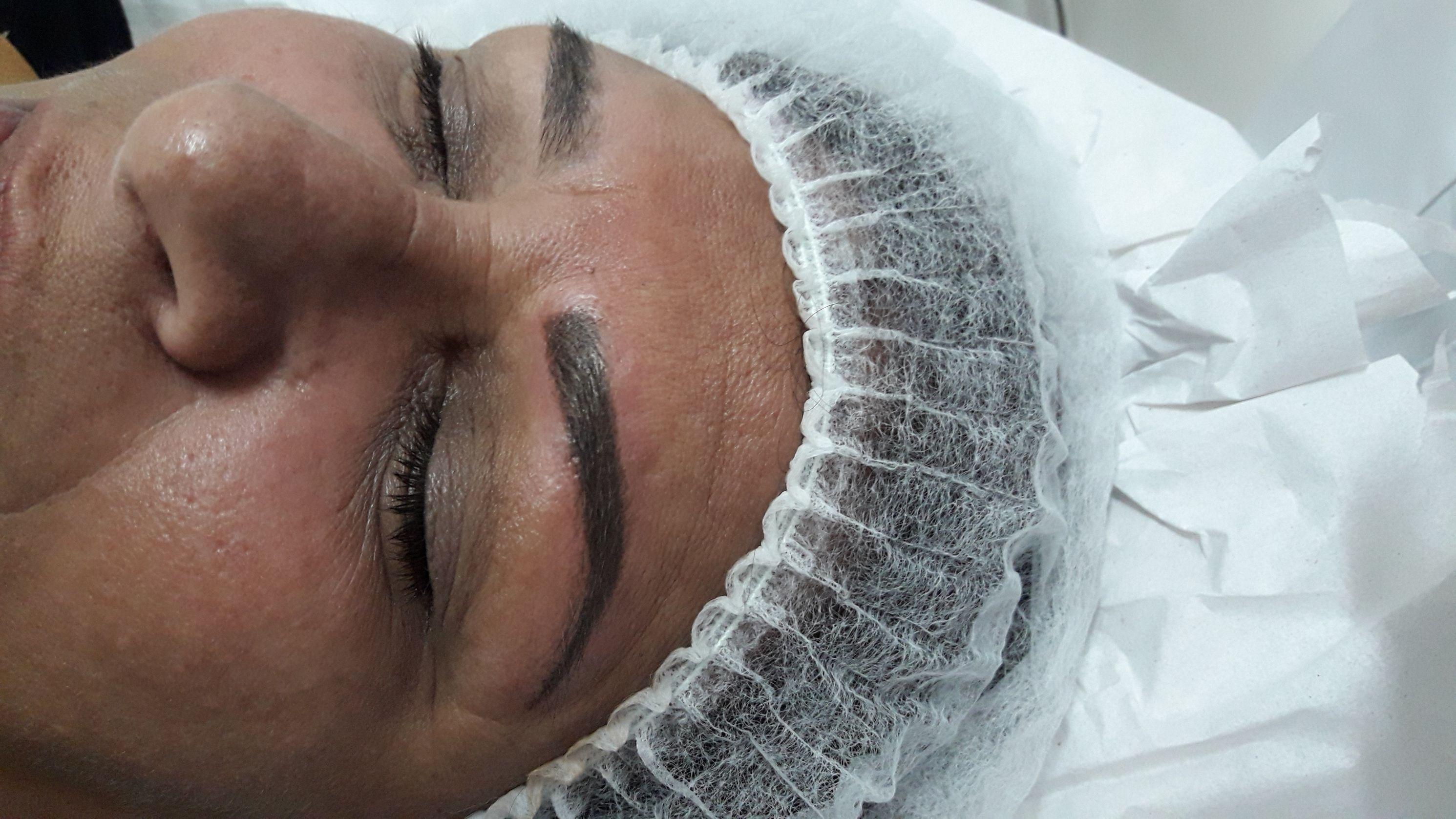 Embelezamento do olhar. Micropigmentação estética micropigmentador(a) designer de sobrancelhas esteticista
