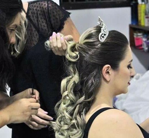 Noiva semi preso com cachos !Estilo princesa. cabelo cabeleireiro(a) stylist / visagista