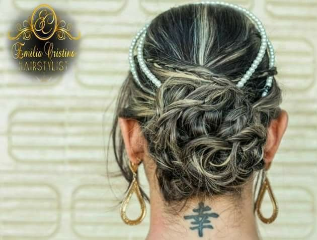Coque despojado cabelo cabeleireiro(a) stylist / visagista
