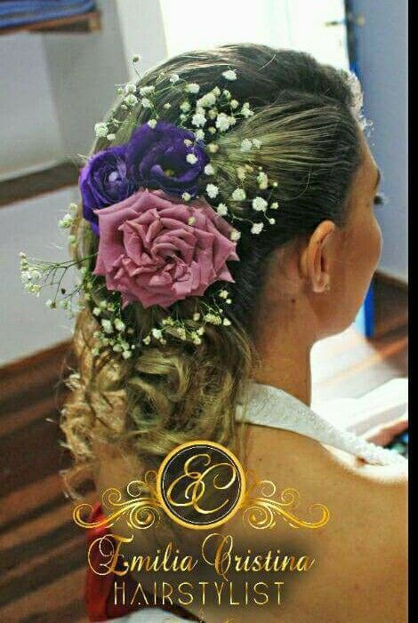 Penteado lateral com aplicação de Flores naturais! cabeleireiro(a) stylist / visagista